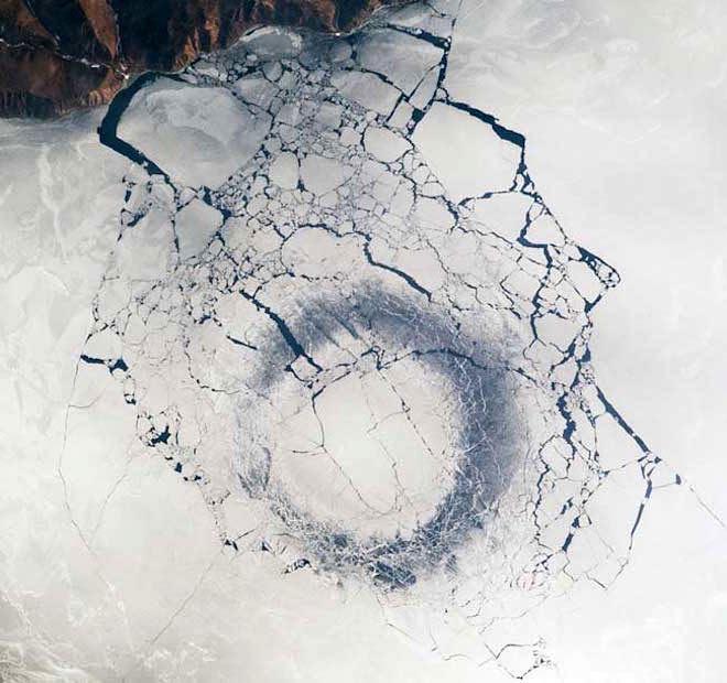 Наозере Байкал вновь появились загадочные кольцеобразные новообразования