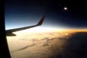 Сквозь лунную тень— таймлапс полного солнечного затмения изокна самолета