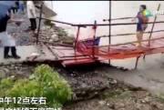 В Китае женщине удалось убежать от наводнения: видео
