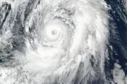 К японскому архипелагу направляется сильный тайфун «Лан»